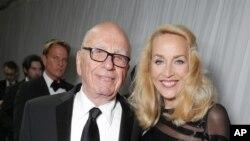 Ông Murdoch và cô Jerry Hall đã đính hôn hôm Chủ nhật tại Los Angeles.