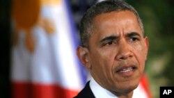 필리핀을 방문 중인 바락 오바마 미국 대통령이 28일 마닐라 대통령 궁에서 가진 공동 기자회견에서 대 러시아 추가 제재 관련 질문에 답하고 있다.