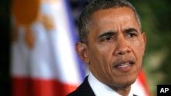 رئیس جمهوری آمریکا، باراک اوباما، در کنفرانس خبری مشترک با رییس جمهوری فیلیپین، بنینو آکینوی سوم، در کاخ مالاکانگ در مانیل - ۸ ارديبهشت ۱۳۹۳ (۲۸ آوريل ۲۰۱۴)