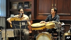 Ronnie Malley (L) and George Lawler of the group Lamajamal performing at a recent seminar at the Georgetown Center for Contemporary Arab Studies in Washington, DC