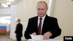 Vladimir Putin votes in MosGorDuma elections September 8, 2019