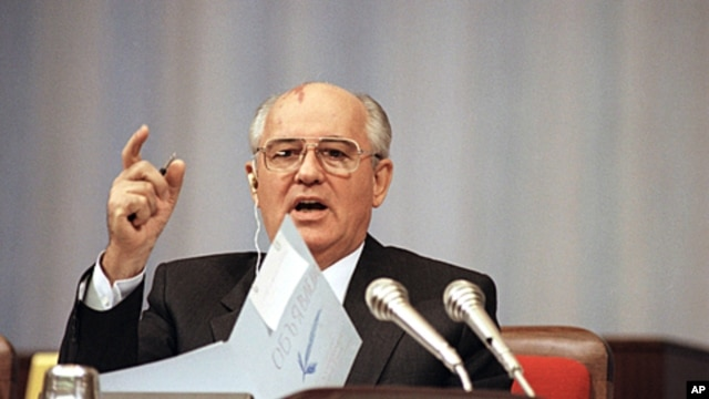 Soviet President Mikhail Gorbachev talking before the Congress of People's Deputies during a debate on his proposal to transform the Soviet Union into a confederation of sovereign states in Moscow, September. 4, 1991 (file photo).