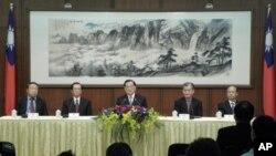 连战召开APEC行前记者会
