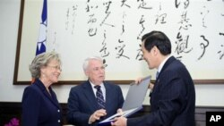 台湾总统马英九会见美众议员盖格利夫妇