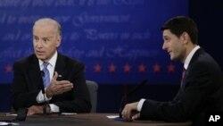 11일 미국 켄터키주 댄빌에서 열린 부통령 후보 토론회에 참석한 민주당 조 바이든 부통령과 공화당 폴 라이언 부통령 후보.