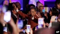 第一位非裔美国女性洛丽·莱特富特当选芝加哥市长(2019年4月2日)