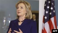 Ngoại trưởng Clinton nói bất cứ tiến trình thương thuyết nào cũng phải chấm dứt với sự ra đi của ông Moammar Gadhafi