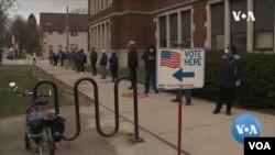 Голосование в штате Висконсин с учетом правила социального дистанцирования.
