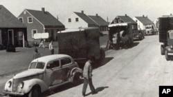 1947年10月,纽约莱维顿的居民搬进新居。莱维顿是为婴儿潮一代人设计的社区的样板