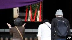 2015年4月21日日本首相安倍晋三贡献的祭品在正中后台