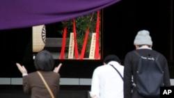 21일 춘계 제사가 열린 일본 도쿄 야스쿠니 신사에 아베 신조 총리가 보낸 공물이 놓여있다.