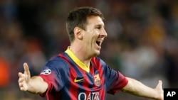Bintang klub Barcelona, Lionel Messi dalam sebuah pertandingan Liga Champions.