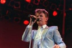 Top Ten Música na América: Família de David Bowie vai vender quadros do cantor