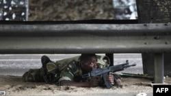 Lực lượng trung thành với tổng thống được quốc tế công nhận Alassane Ouattara vẫn tiếp tục một chiến dịch buộc ông Gbagbo từ chức