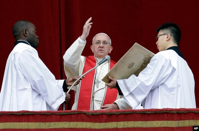 "Pope Francis delivers his ""Urbi et Orbi"" (to the City and to the World) message from the central balcony of St. Peter's Basilica at the Vatican, Dec. 25, 2013."
