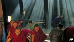 Monks gather to pray at the Labrang monastery before the Tibetan New Year in Xiahe county, Gansu Province, China, February 21, 2012. A teenage Tibetan Buddhist monk had set himself on fire and died in southwestern China, a rights group said, in the latest