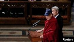 El Dalai Lama habla en la Catedral Nacional de Washington.
