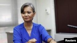 Bà Mu Sochua, Phó Chủ tịch Đảng Cứu Nguy Dân tộc Campuchia (CNRP) trong một cuộc phỏng vấn với Reuters tại một địa điểm bí mật, ngày 4/10/2017. (Ảnh REUTERS)
