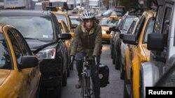 نیویارک میں پٹرول کے لیے لمبی قطاریں