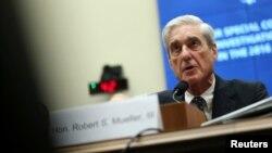 지난 2016년 미국 대선 당시 도널드 트럼프 후보 캠프와 러시아 측의 유착 의혹 등을 수사했던 로버트 뮬러 전 특별검사가 24일 하원 정보위 청문회에 출석했다.