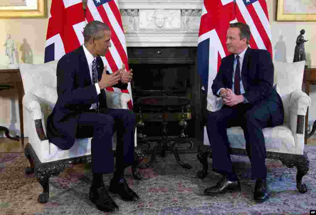 امریکی صدر باراک اوباما نے برطانوی وزیراعظم ڈیوڈ کیمرون سے لندن میں ملاقات بھی کی۔