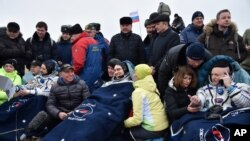 په قزاقستان کې د فضانوردانو د راښکته کیدو لومړی شیبې