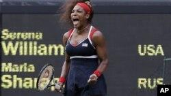 Serena Williams le ganó de forma demoledora a la rusa Maria Sharapova, venciéndola 6-0 y 6-1.