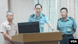 台湾国防部官员在立法院接受质询(美国之音张永泰拍摄)