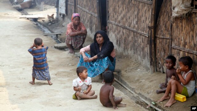 """Myanmar Muslims, who identify themselves as long-persecuted """"Rohingya"""" Muslims, sit on the ground at Da Paing camp for Muslim refugees in north of Sittwe, Rakhine State, western Myanmar, April 2, 2014."""