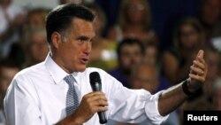 Tanto Mitt Romney como el presidente Barack Obama, empatados técnicamente, se encuentran inmersos en una campaña por todo el país en la que se han lanzado fuertes acusaciones.