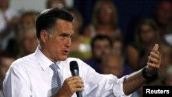 Mitt Romney melakukan kampanye di Bowling Green, negara bagian Ohio, Rabu (18/7).