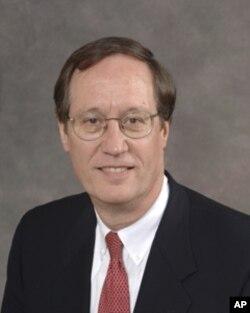 Brinker公司的首席法律顾问雷克斯•海恩克