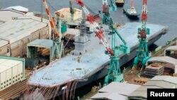일본이 6일 요코하마에서 공개한 초대형 군함 이즈모 호.