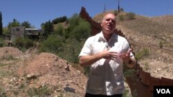 Reverend Randy Mayer talks to VOA near the border wall in Nogales, Mexico. (G. Flakus/VOA)