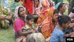 FILE - A Hindu woman grieves in northern Rakhine state, Myanmar, Sept. 27, 2017. (Moe Zaw and Sithu Naing/VOA Burmese)