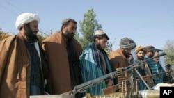 تحلیلگران و آگاهان می گویند که مجرمین-نه طالبان با سلاح های کهنه به روند صلح پیوسته اند.