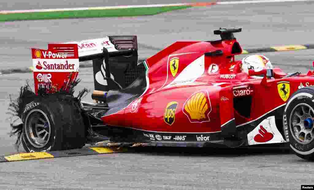 លោក Ferrari Formula One driver Sebastian Vettel ជនជាតិអាល្លឺម៉ង់បើកឡានរបស់គាត់ទៅកាន់កន្លែងសុវត្ថិភាពបន្ទាប់ពីការបែកកង់ក្នុងពេលប្រកួត F1 Grand Prix របស់បែលហ្សិក (Belgium) នៅក្នុងតំបន់ប្រកួត Spa-Francorchamps ប្រទេសបែលហ្សិក។