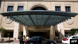 Mlango mkuu wa kuingia Hoteli Michelangelo ambako mwili wa Kanali Karegeya ulipatikana huko Johannesburg Jan 2, 2014
