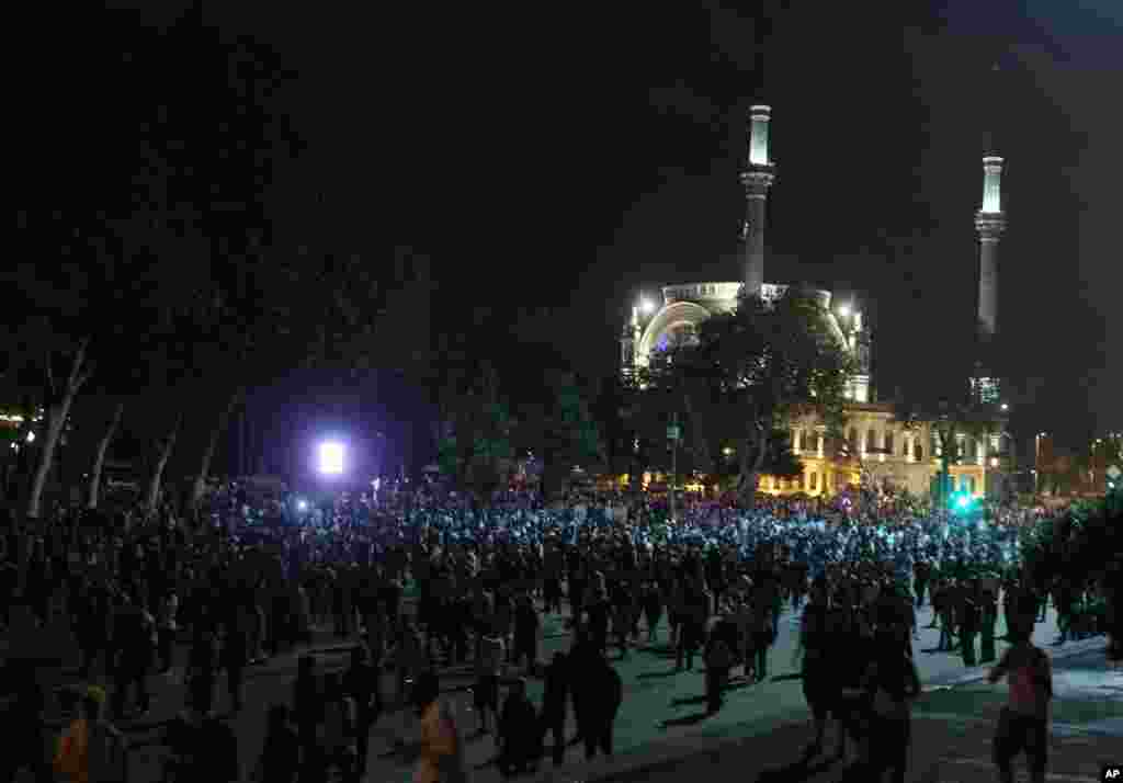Protesters gather in front of Dolmabache mosque during the third day of nationwide anti-government protest in Istanbul, June 2, 2013.