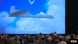 美国空军2016年9月19日命名B-21为奇袭者战略轰炸机 (美国之音黎堡摄)