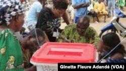 Lors de l'élection présidentielle à Cotonou, Bénin, 2016. (VOA/Ginette Fleure Adandé)