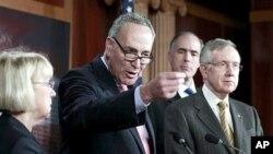 지난해 12월 의회에서 급여세 감면 조치를 논의하는 미 상원의원들