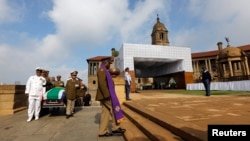 Військові біля домовини колишнього президента ПАР Нельсона Мандели