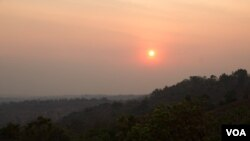 Sun Set view from Dos Kromom Hill on March 11, 2015 in Mondulkiri province, Cambodia. (Nov Povleakhena/VOA Khmer)