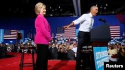 លោកប្រធានាធិបតី អូបាម៉ា ចូលរួមឃោសនាបោះឆ្នោតឲ្យលោកស្រី Clinton ខាងគណបក្សប្រជាធិបតេយ្យ នៅទីក្រុង Charlotte កាលពីថ្ងៃទី៥ ខែកក្កដា ឆ្នាំ២០១៦។