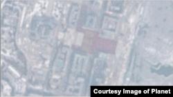 북한 시간으로 28일 오전 11시24분 평양 김일성 광장을 찍은 '플래닛'의 위성사진. 광장 중심부에 대규모 인파가 붉은 물결을 이루고 있다. (사진제공=Planet)