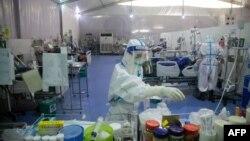 မွတ္တမ္းဓါတ္ပံု - ဇန္န၀ါရီ ၁၄ ရက္တုန္းက ICU တြင္ ေတြ႔ရေသာ က်န္းမာေရး ၀န္ထမ္းမ်ား