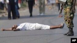 Un manifestant abattu lors des protestations contre la condidature du présient Pierre Nkurunziza pour un troisieme mandat