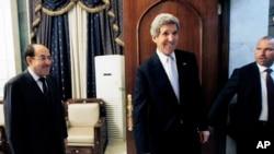 Bağdat'ta Başbakanı Nuri el-Maliki(solda) ile biraraya gelen ABD Dışişleri Bakanı John Kerry görüşme sonrası başbakanlıktan ayrılırken