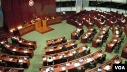 香港立法会开会(资料照片,美国之音拍摄)